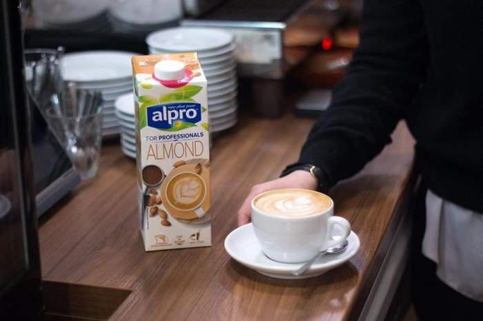almond-milk-8.jpg