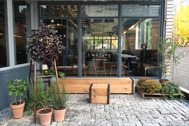 1_Sprudge_Joanna-Han_Busan_Matin-Coffee-Roasters-740x493.jpg