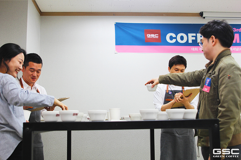 블랙워티이슈_사진4.jpg : [지에스씨인터내셔날(주)]2017 GSC COFFEE MASTER_CUPPING 예선대회